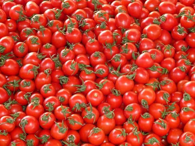 media/image/tomatoes-73913_640.jpg