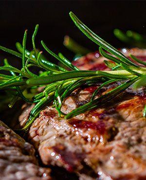 Frisches Fleisch in der Metzgerei
