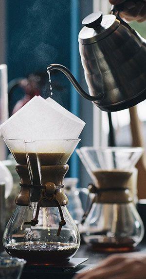 Serviere Besonderheiten, wie vietnamesischen Kaffee