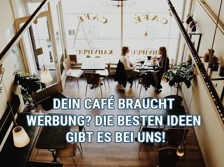 Blick in ein Cafe, in dem zwei Leute sitzen