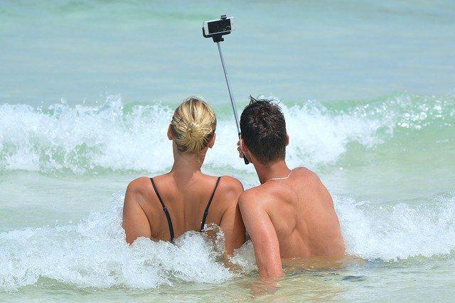 Auf Selfie Sticks kann im Urlaub nicht verzichtet werden