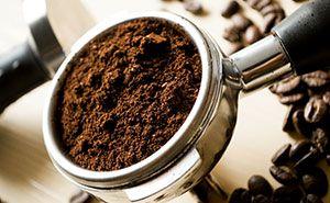 Gemahlener Kaffee in einem Kaffehaus