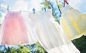 Frisch gewaschene Wäsche an der Leine