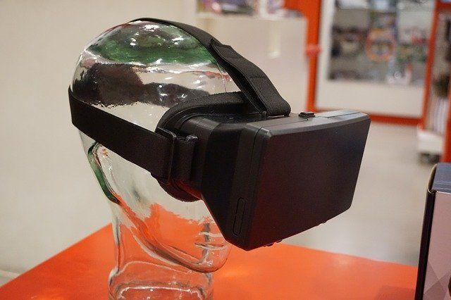 Jeder freut sich über Virtual Reality Brillen als Smartphone-Zubehör