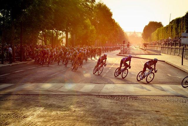 Werbung auf Trikots von Radfahrern