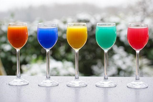 media/image/cocktails-3252160_640.jpg