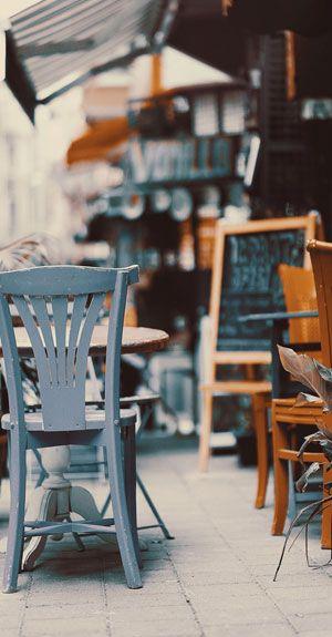 Beispiel eines wunderschönen Cafés in Frankreich
