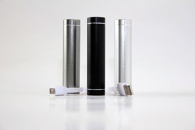 Ein Powerbank Reiseadapter Set kann jeder gebrauchen