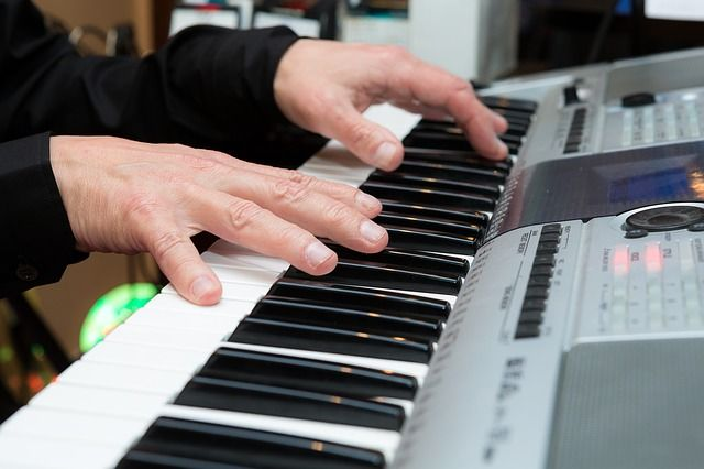 Neben der Deko für Veranstaltungen ist auch Musik wichtig