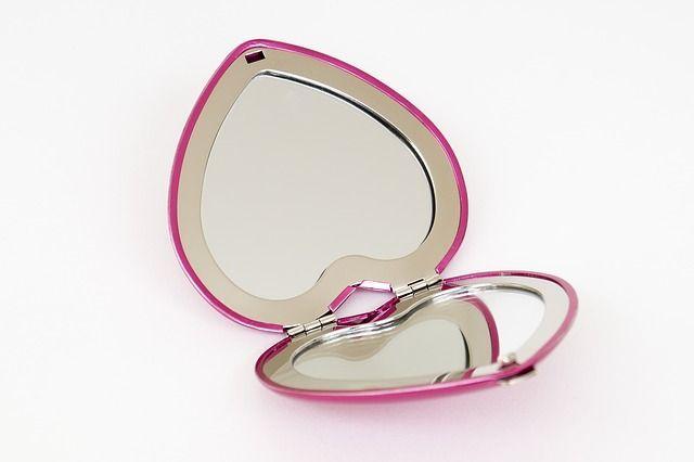 Ein Spiegel für die Handtasche