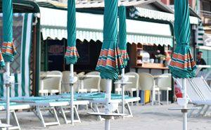 Kleiner Kiosk am Strand
