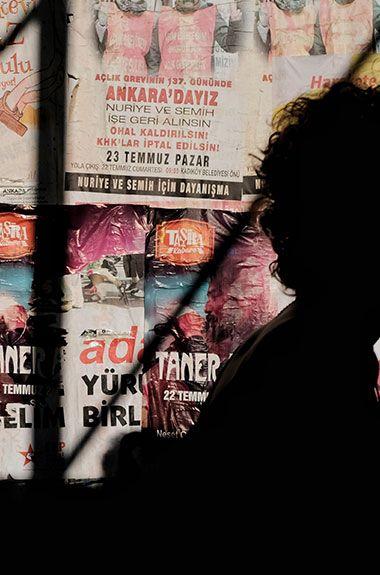 Werbeplakat mit einem Schatten